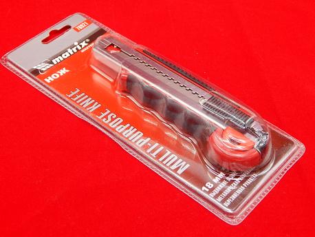 Нож Sparta с сегментированным лезвием 18 мм метал. направляющая, обрезиненная ручка + 5 лезвий MATRIX MASTER